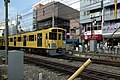 Seibu 2077F treinstel nadert station Ekoda, op weg richting Ikebukuro, -28 oktober 2006.jpg