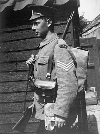 British Army uniform and equipment in World War I - A sergeant of the London Regiment wearing the 1914 Pattern Leather Equipment