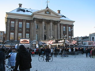"Telethon - The ""Glass House"" radiothon studio of Serious Request in Groningen's market square in 2009, in front of its city hall"