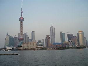 کلانشهر شانگهای از قطب های اصلی اقتصاد و تجارت چین است.