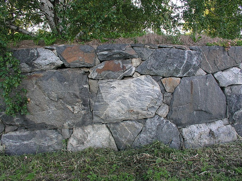 File:Skogskyrkogarden CementeryWall2.jpg