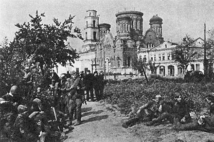 Soviet soldiers in Orel pass by the Church of the Intercession, 5 August 1943. Skver tankistov1943.jpg