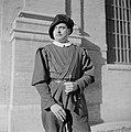 Soldaat poseert in excercitie tenue met geweer, Bestanddeelnr 191-1292.jpg