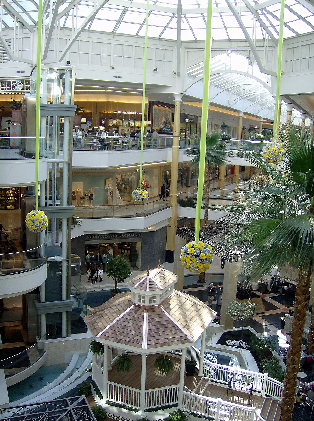 Oakland Mall is a super regional shopping center in Troy, MI with a family friendly atmosphere and a wide variety of stores.
