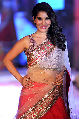 Sophie Choudry - Image: Sophie Choudry walks for Manish Malhotra & Shaina NC's show for CPAA 06