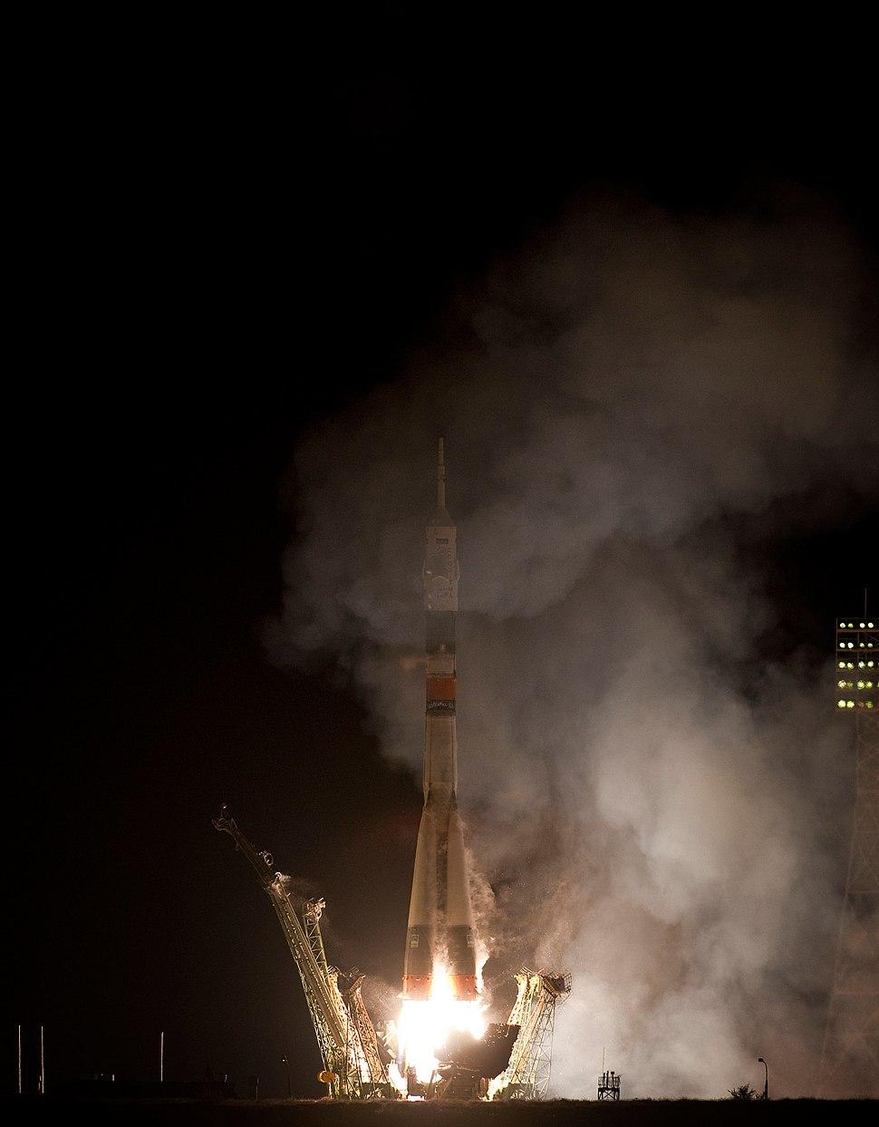 Soyuz TMA-01M launch