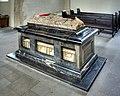 St. Ursula Köln - Sarkophag (3230-32).jpg