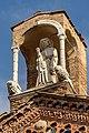Statua di S. Giacomo Maggiore al vertice della facciata.jpg