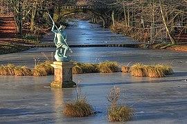 Statue of Neptune - geograph.org.uk - 1070934.jpg