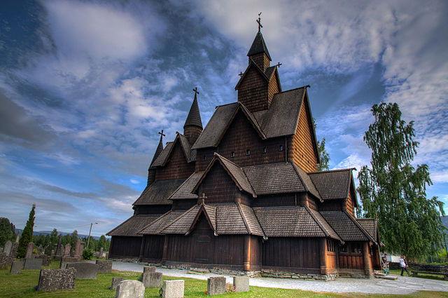 http://upload.wikimedia.org/wikipedia/commons/thumb/9/9d/Stave_church_Heddal_-_exterior_view.jpg/640px-Stave_church_Heddal_-_exterior_view.jpg