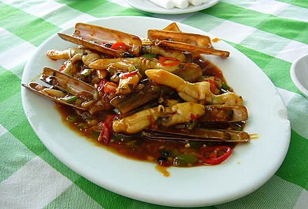 Stir-fried razor shell with douchi (fermented black soybeans) in Jiaodong style.