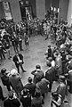 Studenten demonstreren in de hal van de Universiteit van Amsterdam in de Oudeman, Bestanddeelnr 921-3981.jpg