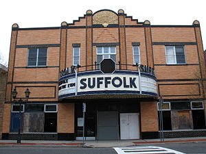 Riverhead (CDP), New York - The Suffolk Theatre, a performing arts venue in a 1933 movie house