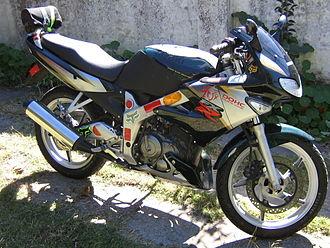 Suzuki FXR150 - Image: Suzuki FXR150 01