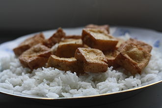 Tahu goreng - Plain 'tahu goreng' on white rice, without side dishes and embellishments.