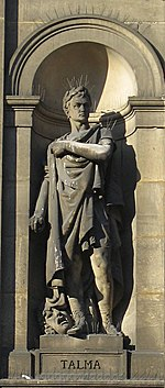Statue de Talma ornant l'hôtel de ville de Paris. Cet illustre tragédien (1763-1826) s'efforça d'introduire dans les œuvres classiques le sens de la vérité scénique et l'idée de la couleur locale.
