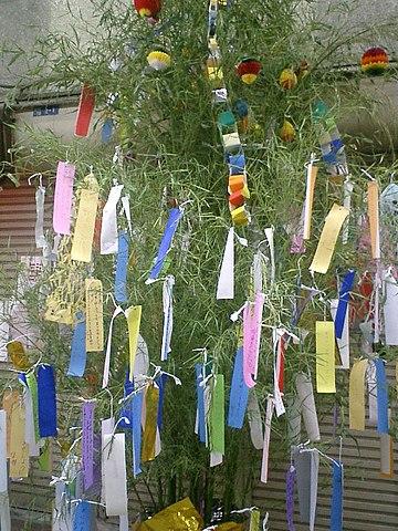 七夕の笹飾り京阪土居駅前・旭通り商店街にて(2005年7月撮影)