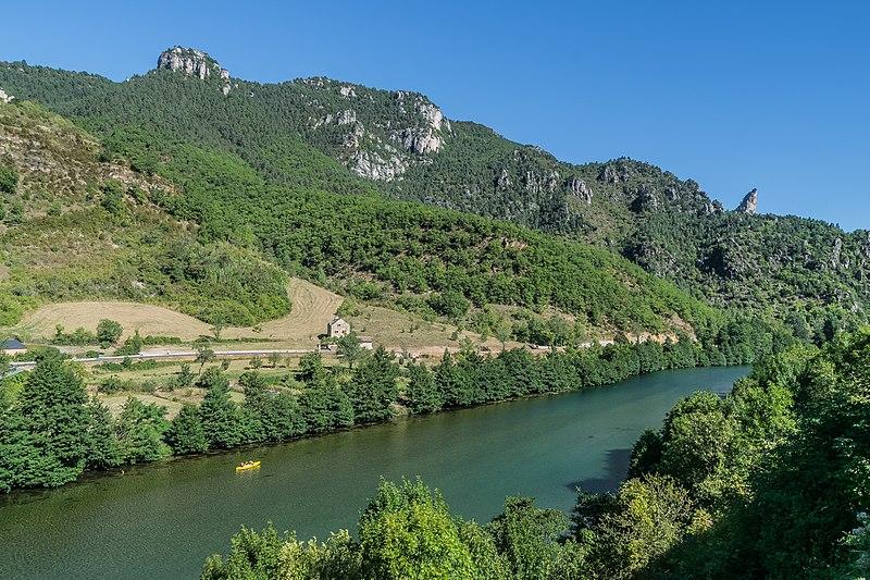 File:Tarn River in Les Vignes 07.jpg