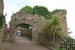 Tenby town wall 3 (35459442792).jpg