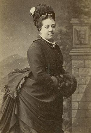 Thérèse Tietjens - Image: Thérèse Johanne Alexandra Tietjens standing