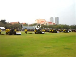 ไฟล์:The 1st Artillery Battalion fired a 21-gun salute for Princess Bejaratana Rajasuda's royal cremation ceremony.webm