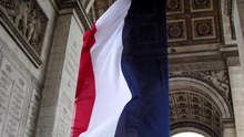 Файл:The national flag of France & Arch of Triumph.ogv