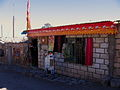 Toconao, boutique face à l'église San Lucas.jpg