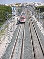 Tren llegando a la estación de trenes de Valdelagrana, El Puerto de Santa María, Cádiz, España.jpg
