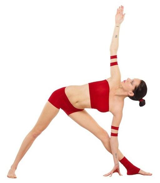 Trikonasana Yoga-Asana Nina-Mel