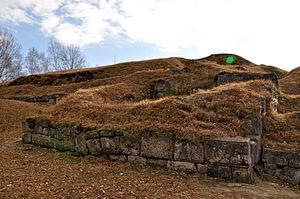 Costești-Blidaru Dacian fortress - Image: Turn de aparare, zid murus dacicus