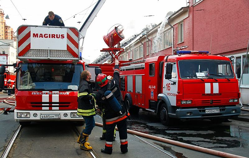File:Two fire engines in Moscow.jpg