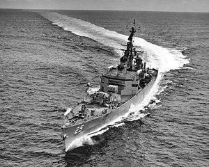 USS Bainbridge (DLGN-25) underway at sea on 20 September 1962 (NH 98104)