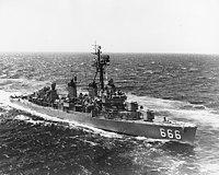 USS Black (DD-666) underway at sea, circa in 1968 (NH 98068).jpg