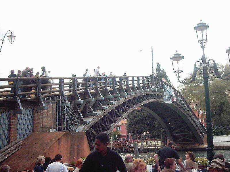 File:Venedig Akademiebrücke 2.JPG