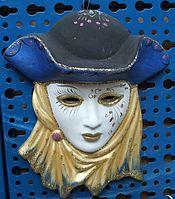 Riproduzione in terracotta di una maschera di stile veneziano