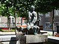 Verzorgster en bejaarde - Roermond.JPG