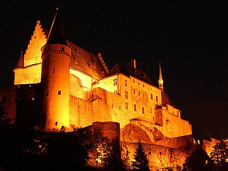 Vianden Castle - Image: Vianden Castle at night