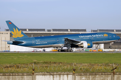 Vietnam Airlines Boeing 777-200ER VN-A146 2010-9-25.png