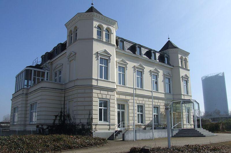 Villa Dahm, Sitz der Parlamentarische Gesellschaft