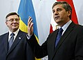Vizekanzler Spindelegger mit dem ukrainischen Außenminister Leonid Kozhara (8682351269).jpg