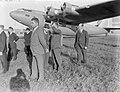 Vliegtuigbouwer Anthony Fokker (rechts met speldjes op revers) en dhr. Alksins, , Bestanddeelnr 190-0225.jpg