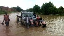 Datei:Voiture pendant la saison de pluie au Tchad.webm
