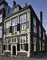 Voorgevel met zandstenen ingangspoortje - Leiden - 20363678 - RCE.jpg