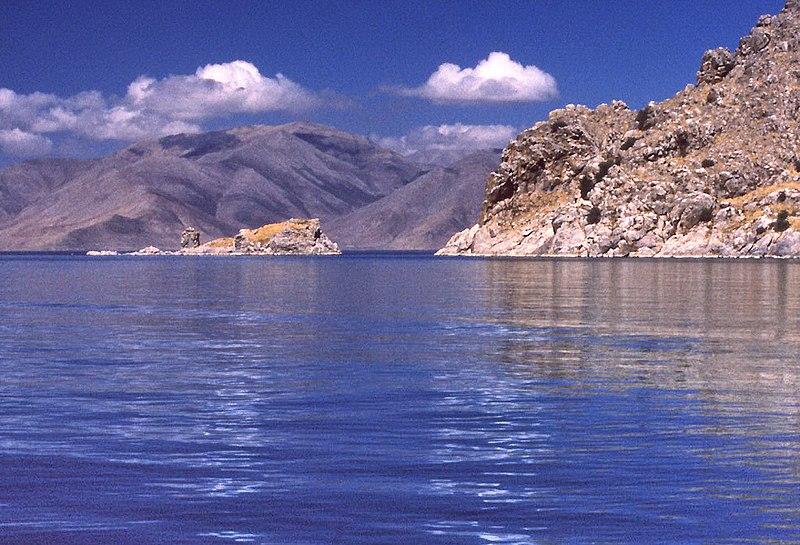 El lago Van, pero no se ve al Van Gölü Canavari por ningún sitio.