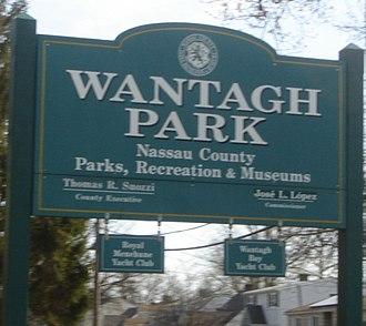Wantagh Park - Wantagh Park entrance sign