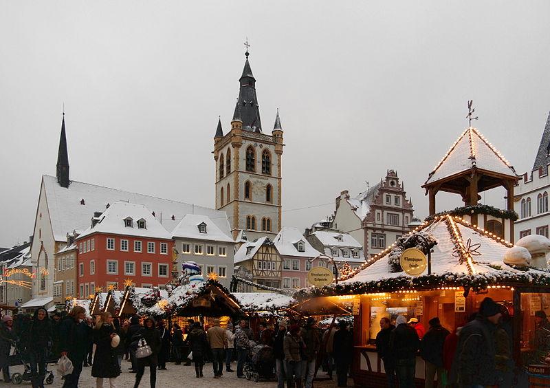 ファイル:WeihnachtsmarktトリーアBW 2.JPG