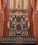 Wismar, St. Nikolai, die Orgelbühne mit Orgel.JPG