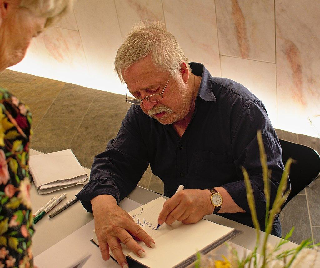 Wolf Biermann 2017 Autogrammstunde.jpg