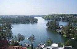 https://upload.wikimedia.org/wikipedia/commons/thumb/9/9e/%C5%81ag%C3%B3w_jezioro_1.jpg/250px-%C5%81ag%C3%B3w_jezioro_1.jpg