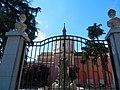 Вход в знаменитые сады(по случаю утра - закрыто) - panoramio.jpg